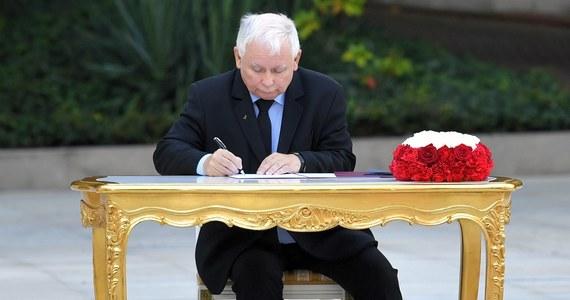 Znamy nazwę, skład i zadania rządowego komitetu, którym pokieruje Jarosław Kaczyński. Komitetowi ds. Bezpieczeństwa Narodowego i Spraw obronnych będą podlegać ministrowie obrony, sprawiedliwości, spraw wewnętrznych, koordynator służb specjalnych oraz szef ministerstwa spraw zagranicznych. Przed północą opublikowano w tej sprawie odpowiednie zarządzenie.