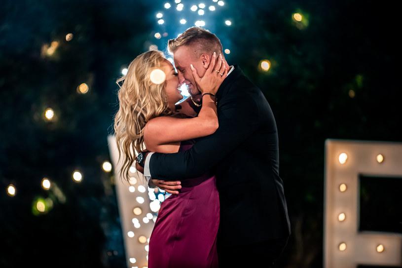 """W piątek Polsat wyemitowała finałowy odcinek randkowego reality show """"Love Island. Wyspa miłości"""". Poznaliśmy zwycięzców drugiej edycji programu."""