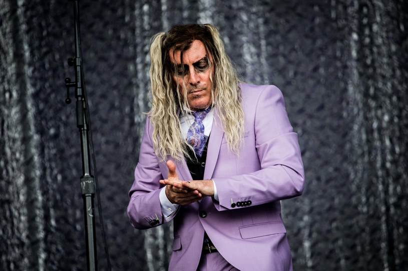 Znany z amerykańskich grup Tool, A Perfect Circle i Puscifer wokalista Maynard James Keenan zdradził, że jeszcze w lutym był zakażony koronawirusem. Okazuje się, że 56-letni rockman wciąż odczuwa skutki COVID-19.