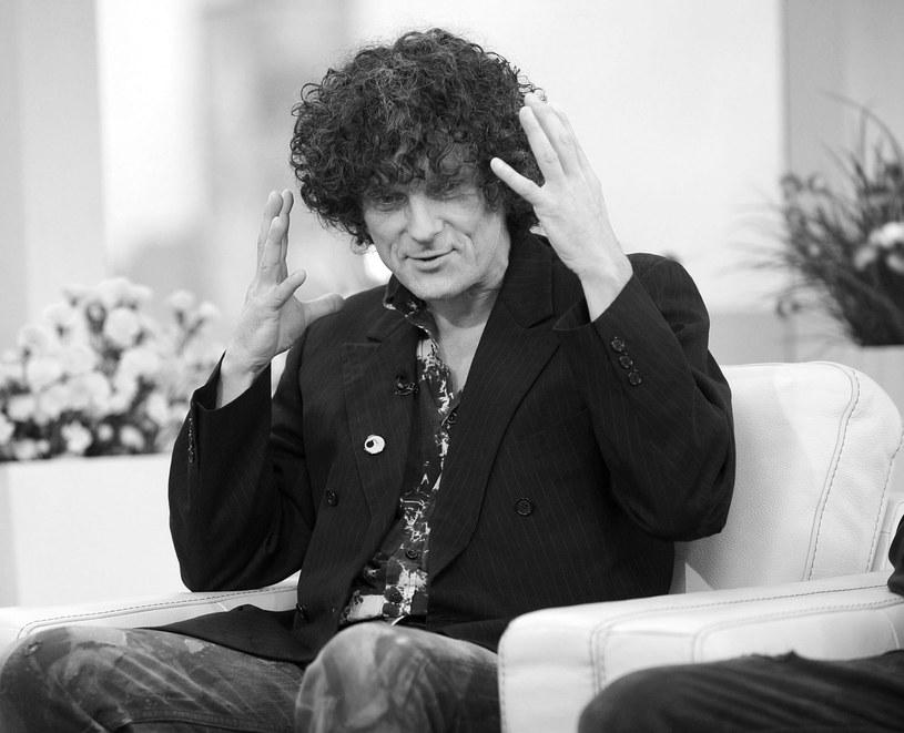 """W wieku 58 lat zmarł Paweł """"Kelner"""" Rozwadowski, jedna z czołowych postaci polskiej sceny niezależnej. O śmierci wokalisty znanego z m.in. grup Deuter, Izrael oraz Max i Kelner poinformowała na Facebooku firma STX Music Solutions."""