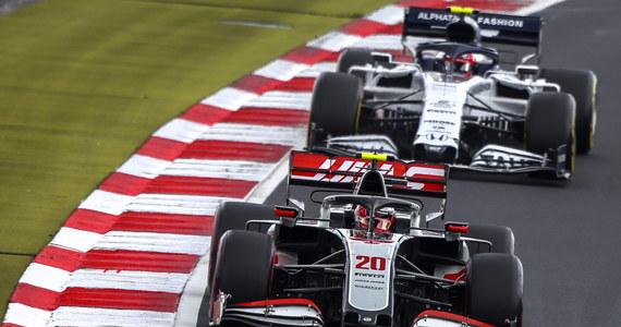 Sześciokrotny mistrz świata Formuły 1. Brytyjczyk Lewis Hamilton z Mercedesa wygrał wyścig o Grand Prix gór Eifel na niemieckim torze Nuerburgring. To 91. triumf w karierze kierowcy. Hamilton wyrównał tym samym rekordowe osiągnięcie Niemca Michaela Schumachera.