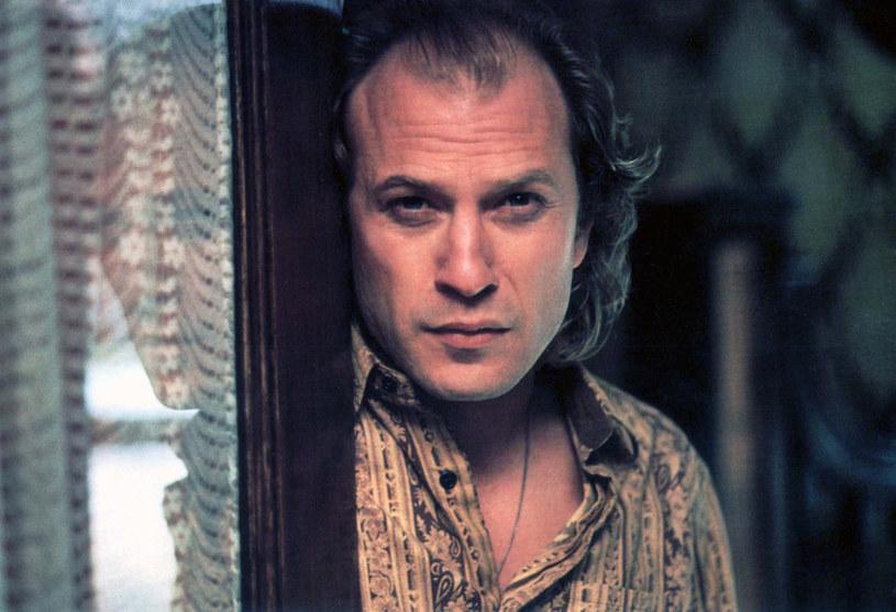 """W piwnicy tego domu rozegrał się emocjonujący finał """"Milczenia owiec"""". Nieustraszona agentka FBI Clarice Starling stawiła czoła mieszkającemu tam seryjnemu mordercy Buffalo Billowi. Budynek, który """"zagrał"""" w kultowym filmie, szuka nowego właściciela. Można go kupić za niecałe 300 tysięcy dolarów."""