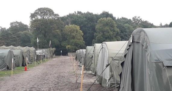 Z powodu koronawirusa przerwane szkolenia rezerwistów w Inowrocławiu. Ponad 100 uczestnikom ćwiczeń polecono pozostanie w namiotach na poligonie.