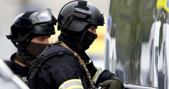 Co najmniej trzy osoby zginęły w obwodzie niżnienowogrodzkim w europejskiej części Rosji z rąk uzbrojonego napastnika, który ostrzelał autobus z pasażerami i przystanek autobusowy - poinformowała policja i Komitet Śledczy. Sprawca ukrył się; nie został dotąd schwytany.