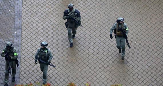 Milicja i wojsko na ulicach białoruskich miast w razie potrzeby będzie używać ostrej amunicji - ostrzega resort spraw wewnętrznych w Mińsku. Takie oświadczenie wydał wiceszef MSW Giennadij Kozakiewicz.