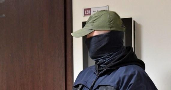 CBA zatrzymało Dyrektora Wojskowego Instytutu Higieny i Epidemiologii w Warszawie w związku z przywłaszczeniem sprzętu ochronnego. W Prokuraturze Okręgowej ma usłyszeć zarzuty nadużyć w związku z epidemią koronawirusa - poinformowała we wtorek rano Polska Agencja Prasowa.