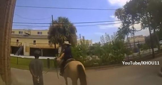 """Czarnoskóry mężczyzna, którego przed rokiem przy aresztowaniu policja obwiązała sznurem, żąda od miasta Galveston w Teksasie miliona dolarów odszkodowania - informuje dziennik """"Washington Post""""."""