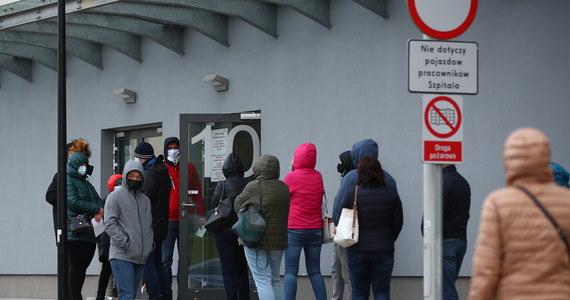 Według środowych danych Europejskiego Centrum ds. Zapobiegania i Kontroli Chorób (ECDC) zebranych dla 31 krajów, Polska znajduje się na 18. miejscu wśród państw Europy Zachodniej pod względem liczby zakażeń koronawirusem na 100 tys. mieszkańców w ciągu ostatnich 14 dni. Pod względem liczby zgonów na Covid-19 Polska jest na siódmym miejscu.