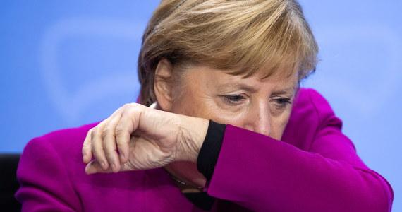 W ciągu ostatniej doby w Niemczech zarejestrowano rekordową liczbę nowych zakażeń koronawirusem - 6 638; to około 1 500 więcej niż poprzedniego dnia - poinformował berliński Instytut im. Roberta Kocha. Na Covid-19 zmarły kolejne 33 osoby.