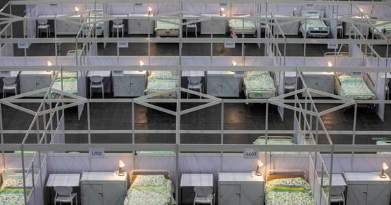 Wobec rekordów zakażeń koronawirusem i problemów z brakiem wolnych łóżek powinniśmy już zacząć budować szpitale tymczasowe dla pacjentów z Covid-19 - przekonuje w rozmowie z Wirtualną Polską gen. Grzegorz Gielerak, dyrektor Wojskowego Instytutu Medycznego w Warszawie.