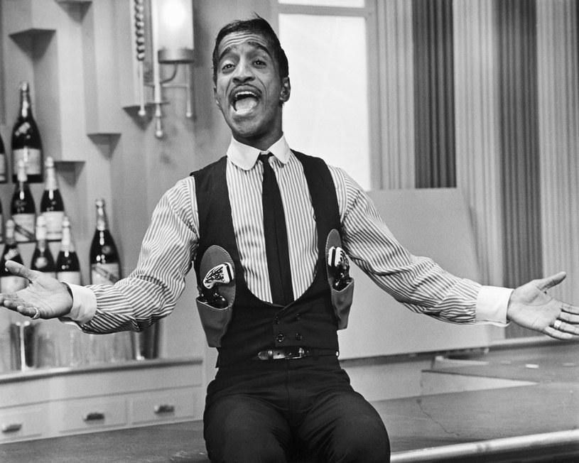 """Studio MGM rozpoczyna prace nad filmem biograficznym poświęconym postaci Sammy'ego Davisa Jra. Scenariusz napisze David Matthews, a jego osnową będzie książka """"Sammy Davis Jr.: My Father"""", napisana wspólnie przez córkę Davisa, Tracey Davis oraz Dolores A. Barclay."""
