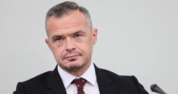 Sąd Okręgowy w Warszawie przedłużył w czwartek areszt stosowany wobec podejrzanego o korupcję Sławomira Nowaka. B. minister transportu ma spędzić w areszcie kolejne trzy miesiące. Jacek P. zostanie w areszcie do grudnia.