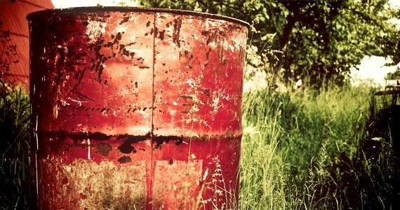 Pojemniki z substancjami chemicznymi niewiadomego pochodzenia zostały znalezione podczas prac ziemnych na terenie Ośrodka Szkoleń Specjalistycznych Straży Granicznej w Lubaniu (Dolnośląskie). Na czas akcji jednostek chemicznych ewakuowano okolicznych mieszkańców. To pół tysiąca ludzi.