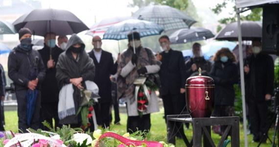 Bp Jan Szarek, były zwierzchnik Kościoła Ewangelicko-Augsburskiego w Polsce i były prezes Polskiej Rady Ekumenicznej, spoczął w sobotę na cmentarzu ewangelickim w Bielsku-Białej. Duchowny zmarł 8 października w Cieszynie w wieku 84 lat. Był chory na Covid-19.