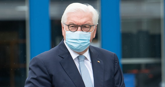Prezydent Niemiec Frank-Walter Steinmeier udał się w sobotę na kwarantannę w związku z wykryciem koronawirusa u jednego z oficerów jego ochrony - podała kancelaria szefa państwa.
