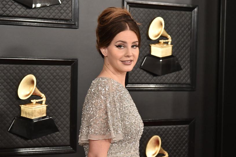 """Do sieci trafił nakręcony domowym sposobem klip """"Let Me Love You Like a Woman"""". To pierwsze nagranie Lany Del Rey po wydaniu nominowanego do Grammy albumu """"Norman F**king Rockwell""""."""