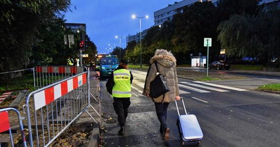 O godz. 7 rozpoczęła się ewakuacja mieszkańców części osiedla Kaliny w Szczecinie. Miało to związek z akcją usuwania potencjalnie niebezpiecznego obiektu znalezionego podczas prac budowlanych. Akcja saperów chemików zaplanowana została na godz. 9. Przed godziną 12:00 reporterka RMF FM Aneta Łuczkowska poinformowała, że niewybuch został wydobyty. Potwierdziły się przypuszczenia - to fosforowa bomba zapalająca.