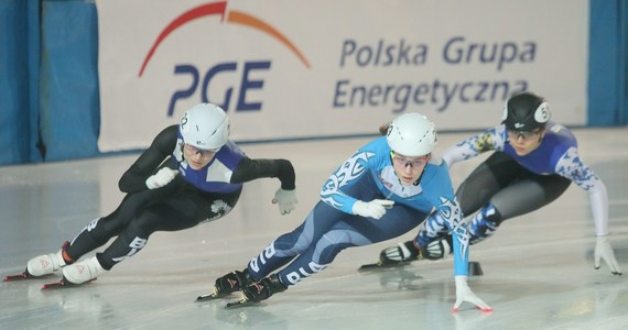 Natalia Maliszewska i Rafał Anikiej, oboje z Juvenii Białystok, wygrali klasyfikację wielobojową Mistrzostw Polski w short tracku, które w niedzielę zakończyły się na lodowisku w białostockim Zwierzyńcu. Oboje do złotych medali zdobytych w sobotę, w ostatnim dniu zawodów dołożyli kolejne.