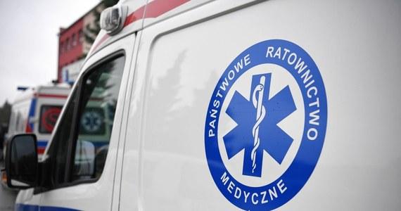 Narodowy Fundusz Zdrowia zapowiedział kontrolę w szpitalach w Warszawie i w Siedlcach, które odmówiły przyjęcia kierowcy karetki chorego na Covid-19. Mężczyzna zmarł w szpitalu w Garwolinie, w którym pracował.
