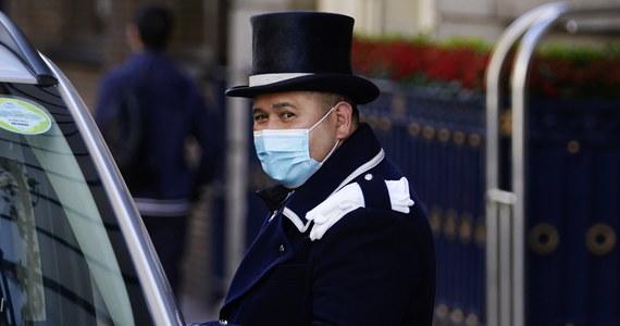 """Brytyjski rząd powinien przemyśleć strategię testowania na obecność koronawirusa w Anglii, aby uniknąć powrotu do bardziej rygorystycznych restrykcji - wzywają naukowcy. Jeden z autorów rekomendacji uważa, że """"Anglia stoi na skraju przepaści""""."""