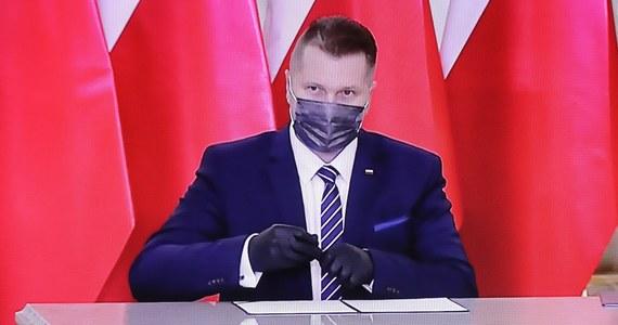 Przemysław Czarnek został w poniedziałek powołany przez prezydenta Andrzeja Dudę na ministra edukacji i nauki. Wśród najważniejszych zadań w podległych Czarnkowi obszarach prezydent wymienił potrzebę wzmocnienia roli rodziców w procesie edukacji i zapewnienie wolności badań naukowych.