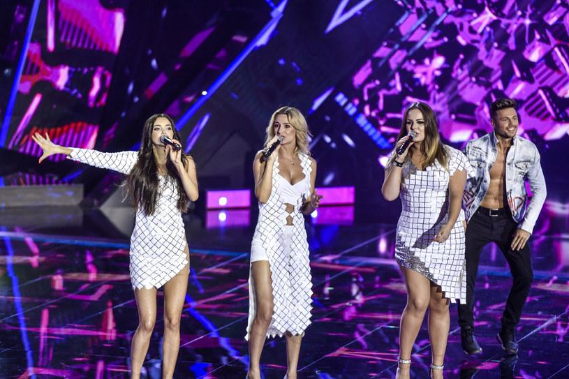 """Fani disco polo rzucili się na najnowszy teledysk grupy Top Girls - """"To skomplikowane""""."""