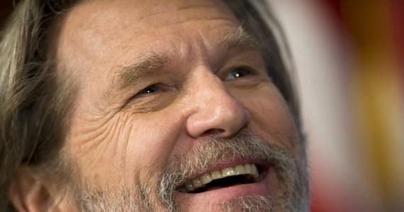 """Amerykański aktor Jeff Bridges ma chłoniaka: to rodzaj nowotworu układu limfatycznego. Jak poinformował na Twitterze sam gwiazdor: rozpoczyna leczenie, a """"rokowania są dobre""""."""