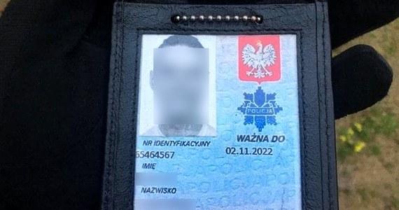 Policjanci z Białegostoku zatrzymali mężczyznę, który od początku znajomości ze swoją żoną udawał mundurowego. Mężczyzna wpadł po zgłoszeniu o awanturze w jego domu.