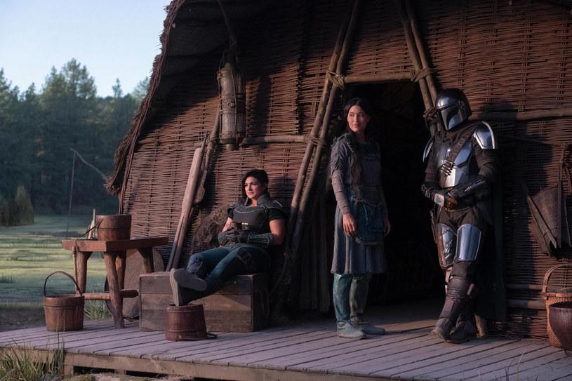 """Zaledwie dziesięć dni pozostało do premiery drugiego sezonu serialu """"The Mandalorian"""" na - wciąż niedostępnym w Polsce - serwisie streamingowym Disney+. 30 października pojawi się tam pierwszy odcinek, następne będą tam trafiać co tydzień. A teraz zadebiutował w sieci kolejny zwiastun tej oczekiwanej produkcji ze świata """"Gwiezdnych wojen""""."""