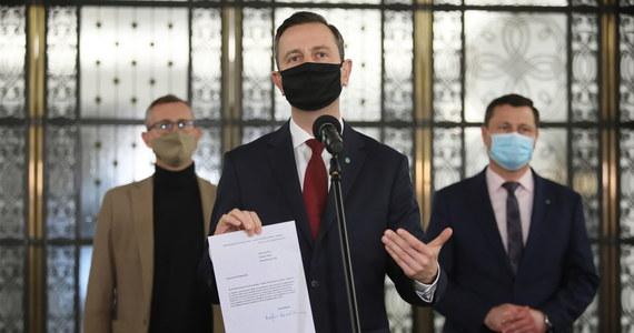 Prezes ludowców Władysław Kosiniak-Kamysz złożył u marszałka Tomasza Grodzkiego wniosek o przyspieszone posiedzenie Senatu w sprawie ustawy dotyczącej przeciwdziałania sytuacjom kryzysowym w pandemii.