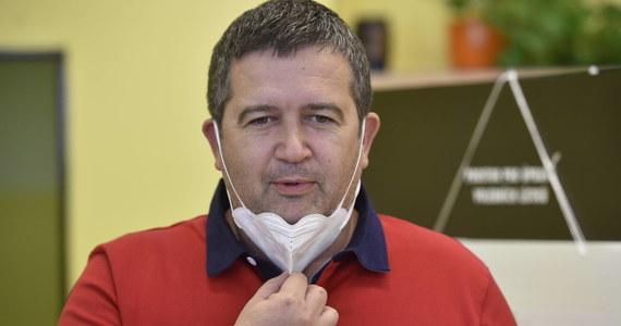 Czeski wicepremier i szef MSW Jan Hamaczek miał pozytywny wynik testu na SARS-CoV-2 i jest w domowej kwarantannie - poinformowano w środę. Hamaczek jest szefem Czeskiej Partii Socjaldemokratycznej (CSSD), która współtworzy rząd Andreja Babisza.