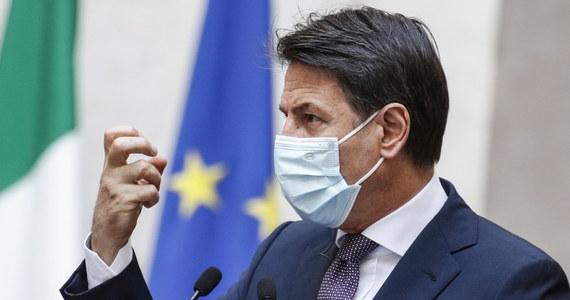 Wkrótce we Włoszech wykonywanych będzie 200 tys. testów dziennie - zapowiedział w środę nadzwyczajny rządowy komisarz do spraw kryzysu epidemiologicznego Domenico Arcuri. Zapewnił, że szkoły są obecnie jednym z najbezpieczniejszych miejsc w kraju.
