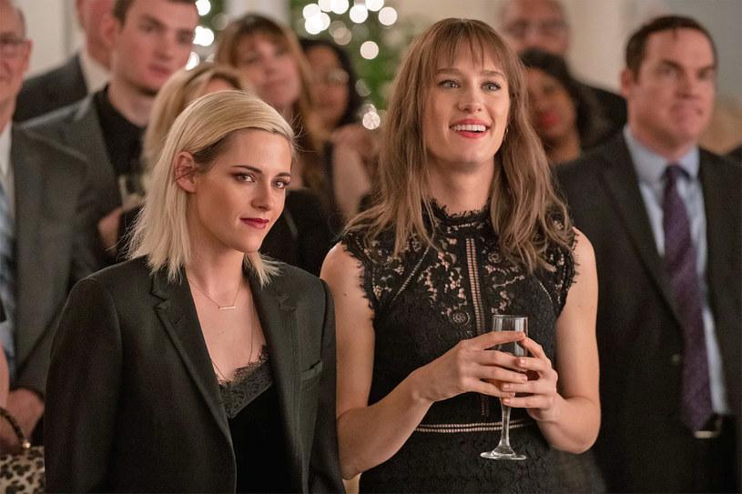 """Wiadomości o kolejnych produkcjach, których zaplanowana wcześniej kinowa premiera nie dojdzie do skutku, nie zaskakują już nikogo. Kolejnym tytułem z długiej listy filmów, które od razu pojawią się na serwisach streamingowych i platformach PVOD będzie świąteczna komedia z Kristen Stewart zatytułowana """"Happiest Season""""."""