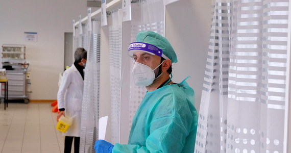 Po interwencji RMF FM resort zdrowia zapewnia - każdy szpital, który zgłosi taką gotowość - będzie mógł wysłać swój personel na szkolenia, dotyczące pomocy przy pacjentach chorych na Covid-19. Przypomnijmy - nasza korespondentka w Brukseli Katarzyna Szymańska-Borgionion ujawniła, że tylko jeden szpital z Polski zgłosił się do udziału w unijnych kursach. Dla porównania w Wielkiej Brytanii - aż 100 szpitali, a w Rumunii - 12.