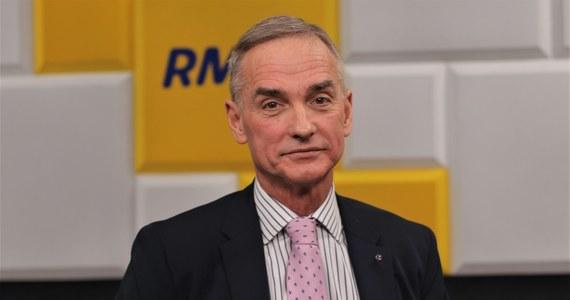 """""""Rodzi się pytanie, czy ostatnie pół roku zostało prawidłowo wykorzystane na przygotowanie odpowiednio zarówno szpitali, jak i opinii publicznej do tego stanu epidemii, jaki teraz mamy"""" - mówił senator Jan Maria Jackowski w Popołudniowej rozmowie w RMF FM. Odnosząc się do dzisiejszej wypowiedzi premiera, który mówił z sejmowej mównicy, że jesteśmy właściwie przygotowani na drugą falę epidemii koronawirusa, przytoczył słowa prof. Horbana, który przekonywał, że czas od lockdownu wykorzystany nie został."""