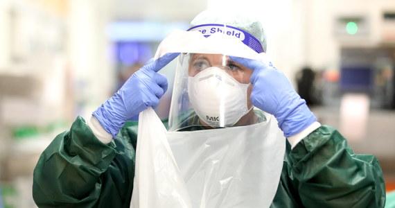Po raz pierwszy od początku pandemii liczba nowych przypadków koronawirusa w ciągu doby wzrosła w Niemczech o ponad 10 tys. i wyniosła 11 287. Kolejnych 30 osób zmarło - poinformował w czwartek rano Instytut Chorób Zakaźnych im. Roberta Kocha. Łączna liczba zakażonych od początku pandemii wzrosła do 392 049, a ofiar śmiertelnych do 9 905.