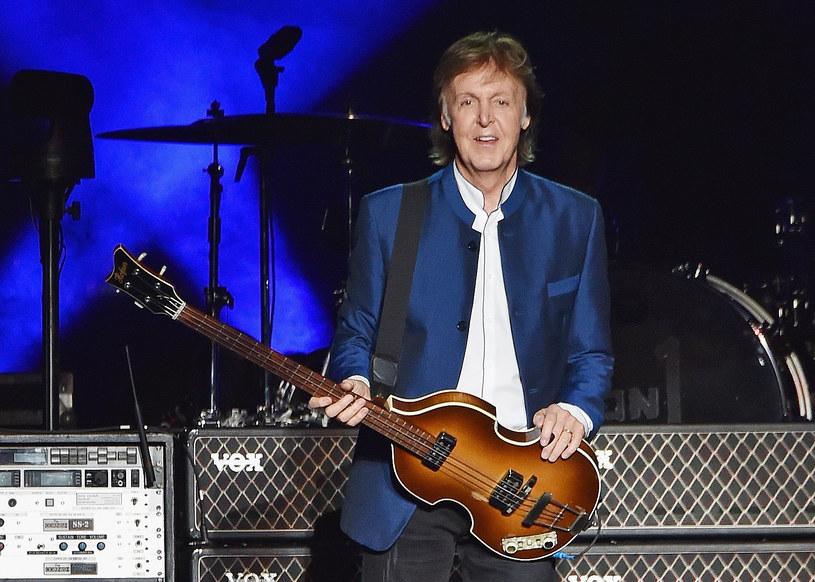 """""""McCartney III"""" - taki tytuł ma nosić album. Eks-Beatles na swojej stronie facebookowej właśnie pokazał, jak będzie wyglądała grafika dotycząca tego projektu. Na pytanie, czy to ostatni jego album odpowiada, że odkąd skończył 50 lat, wszystko, co robi, robi tak, jakby to miało być ostatni raz."""