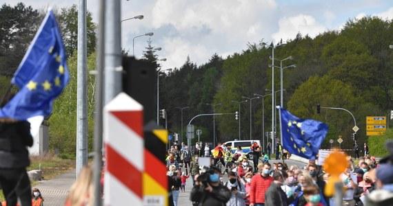 Od soboty cały obszar Polski będzie figurował na liście miejsc ryzyka zakażenia koronawirusem Instytutu Roberta Kocha. Może to oznaczać nawet dwutygodniową kwarantannę dla przyjeżdżających do Niemiec z naszego kraju.