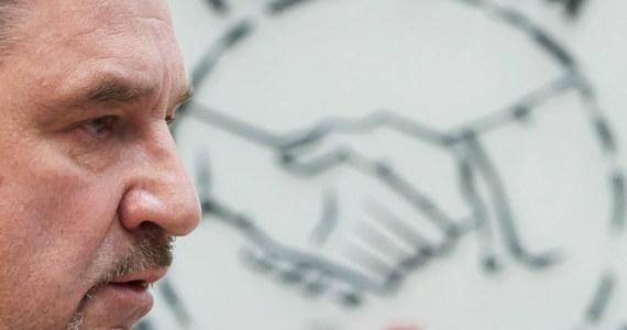 """Związek Zawodowy NSZZ Solidarność w sporze z rządem. W geście protestu szef Solidarności Piotr Duda ogłosił, że cały jego związek rezygnuje z udziału w Radzie Dialogu Społecznego. Do związkowców zaapelował Jarosław Gowin: """"Zapewniam, że ich głos - podobnie jak wszystkich pozostałych partnerów - będzie traktowany z należną uwagą i szacunkiem""""."""
