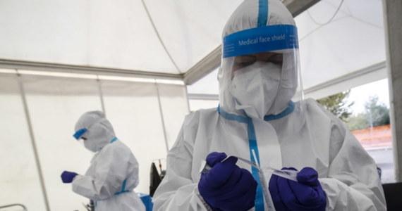 We Włoszech będą potrzebne znacznie bardziej drastyczne kroki, jeśli w ciągu 15-20 dni nie dojdzie do poprawy sytuacji pandemicznej i odwrócenia tendencji wzrostu zakażeń - ostrzegł szef oddziału chorób zakaźnych w szpitalu w Mediolanie profesor Massimo Galli.