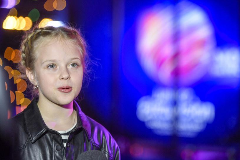 """Do sieci właśnie trafił teledysk """"I'll Be Standing"""" Ali Tracz. To z tą piosenką 10-letnia wokalistka będzie reprezentować Polskę w tegorocznym Konkursie Piosenki Eurowizji Junior."""