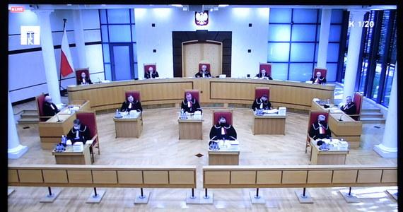 Helsińska Fundacja Praw Człowieka wzywa sędziów i lekarzy o niebranie pod uwagę wczorajszego orzeczenia Trybunału Konstytucyjnego. TK orzekł, że aborcja ze względu na ciężkie uszkodzenie płodu jest niekonstytucyjna.