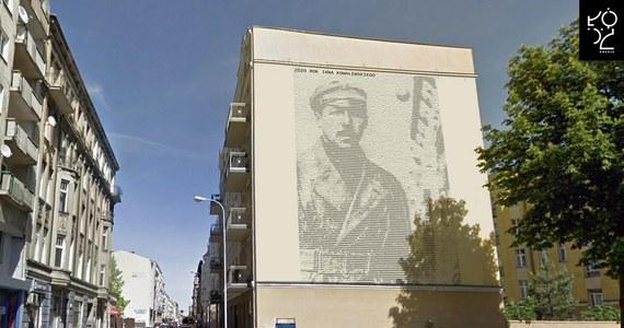 Wyjątkowy mural został odsłonięty w Łodzi: uwieczniono na nim Jana Kowalewskiego, kryptologa, który złamał 100 rosyjskich kluczy szyfrowych, co pomogło odczytać blisko 3 tysiące tajnych depesz wroga: najważniejsza dotyczyła sowieckich planów zdobycia Warszawy w 1920 roku. Od tamtych wydarzeń mija właśnie 100 lat i z tej okazji Łódź - rodzinne miasto Kowalewskiego - uhonorowała postać kryptologa.