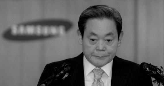 W wieku 78 lat zmarł w niedzielę Lee Kun-hee, prezes południowokoreańskiego koncernu Samsung Group i jego najważniejszego przedsiębiorstwa Samsung Electronics. Pół roku temu był hospitalizowany z powodu zawału serca.