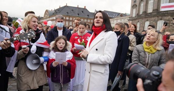 W niedzielę upływa termin ultimatum postawionego przez białoruską opozycjonistkę Swiatłanę Cichanouską władzom w Mińsku. Każdy funkcjonariusz struktur siłowych i urzędnik wybierze, czy stoi po stronie narodu, czy przełożonych - napisała Cichanouska.