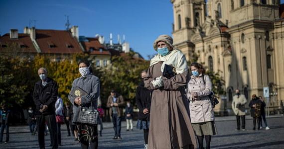 W sobotę w Czechach padł nowy weekendowy rekord zakażeń koronawirusem: 12 472 nowych potwierdzonych przypadków – wynika z danych ministerstwa zdrowia opublikowanych w niedzielę. Aktualnie zakażonych jest prawie 154 tys. osób.