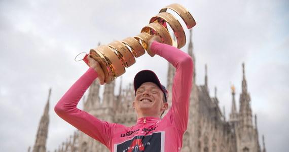 Brytyjczyk Tao Geoghegan Hart z ekipy Ineos Grenadiers wygrał 103. edycję wyścigu kolarskiego Giro d'Italia. Zwycięstwo zapewnił sobie na ostatnim etapie: jeździe indywidualnej na czas z Cernusco sul Naviglio do Mediolanu. Na dwunastej pozycji rywalizację w prestiżowej imprezie ukończył Rafał Majka (Bora-Hansgrohe).