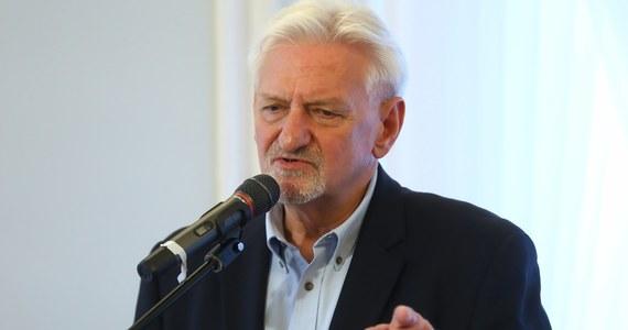 """Szpitale polowe są budowane na trzeci etap epidemii. Nie było powodu, by to robić wcześniej - powiedział główny doradca premiera ds. Covid-19 prof. Andrzej Horban w wywiadzie opublikowanym w poniedziałek w """"Do Rzeczy""""."""