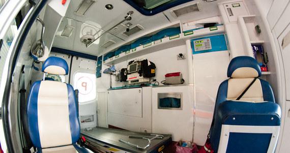 Mazowiecki Szpital Specjalistyczny w Radomiu apeluje o pomoc. Lecznica potrzebuje dwóch nowych karetek transportowych. Pracują w nich kierowcy karetek, sanitariusze i ratownicy medyczni, którzy przewożą pacjentów ze szpitala do innych placówek medycznych albo odwożą chorych do domów.