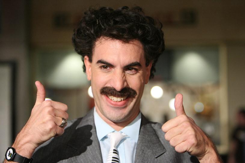 """W piątek, 23 października, na platformie Amazon Prime zadebiutowała długo oczekiwana kontynuacja """"Borata"""". Premiera """"Kolejnego filmu o Boracie"""" zaledwie kilka dni przed amerykańskimi wyborami prezydenckimi nie jest przypadkowa. Ostrze satyry Sachy Barona Cohena, który wciela się w tytułową postać, wymierzone jest w osoby z najbliższego otoczenia, starającego się o drugą kadencję prezydenta Donalda Trumpa. A co za tym idzie, przeciwko samemu Trumpowi. Ten podzielił się właśnie swoimi refleksjami na temat filmu Cohena."""